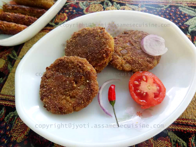 Kackolor bor bhaji (Raw banana cutlets)