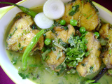 Dhaniar maachor jhol (Fish curry with coriander leaves)